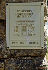 à l'entrée du château de LACYPIERRE Dordogne
