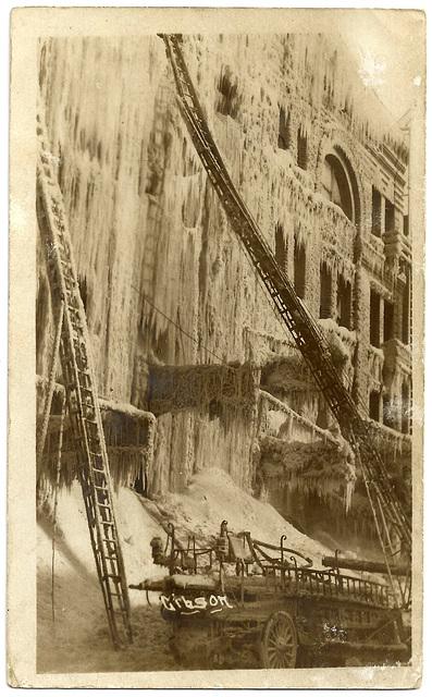 WP2047 WPG - (FIRE - KELLY BLOCK JAN. 14, 1911 - TALL LADDER)