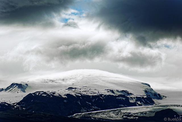 Wolken und Nebel über dem Katla (© Buelipix)