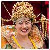 Freundliche Dame mit majestätischen Haarverzierungen, im Hanfu