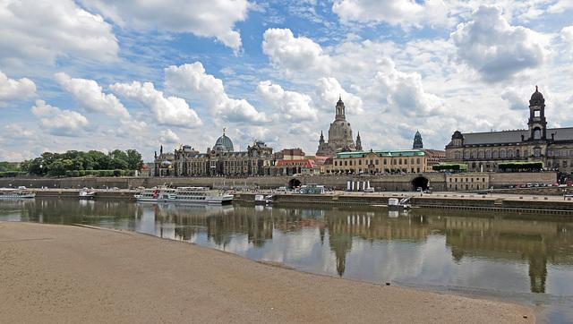 """Dresden, Terrassenufer, Anlegestelle der """"Weißen Flotte"""""""