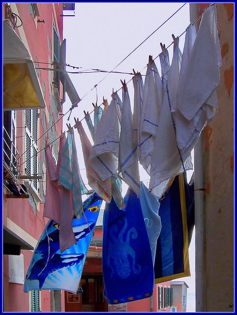 Boccadasse : Panni stesi nel borgo marinaro - (940)