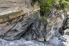 Small thrust and footwall syncline