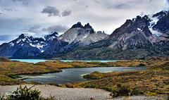 Los cuernos de Paine y el  lago Nordenskjold. (Ver fotos incrustadas.)