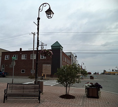 Banc et lampadaire / Street lamp and bench