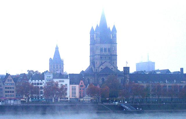 DE - Köln - Altstadt im Dunst