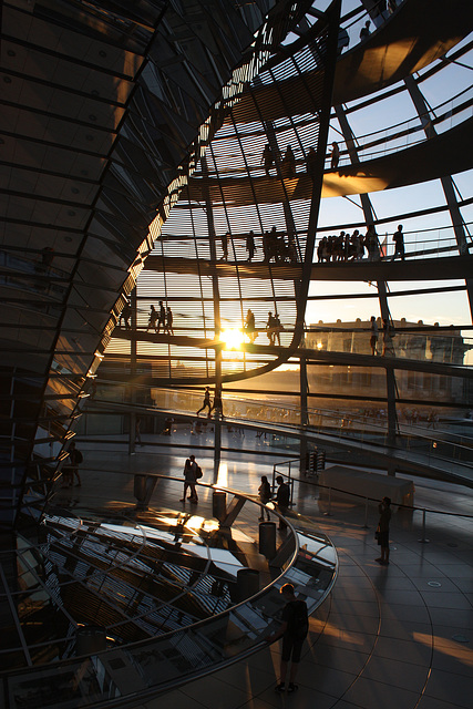 Sun goes down behind the Reichstag cupola