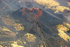 Roter Krater im Hang