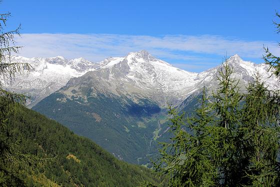 Blick vom Klausberg hinüber auf die andere Seite des Ahrntals