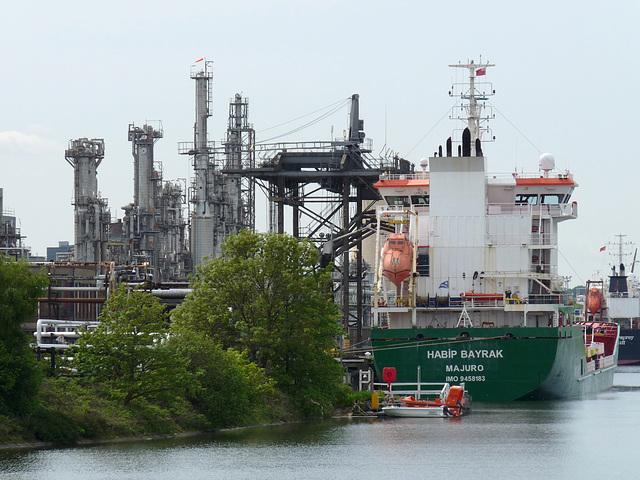 Tanker 'Habip Bayrak' at Stanlow Refinery