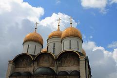 Russie, le parvis de la Cathédrale de la Dormition à Iaroslavl-Yaroslavl