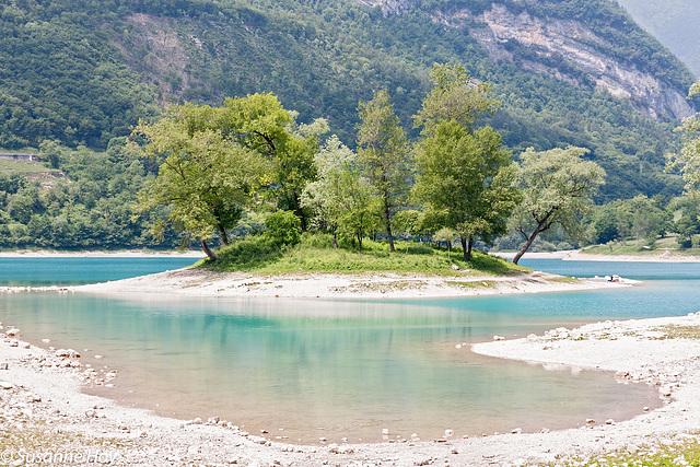 Türkisfarben leuchtet der Lago di Tenno