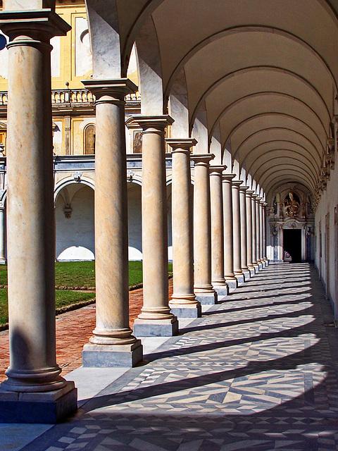 Napoli : il grande cortile della Certosa di San Martino - (822)