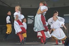 Infana folklora ensemblo Šumavánek el Klatovy (Okcidenta Bohemio, Ĉeĥio)