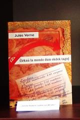Jules Verne - el vitrino pri tradukoj de famaj vojaĝlibroj