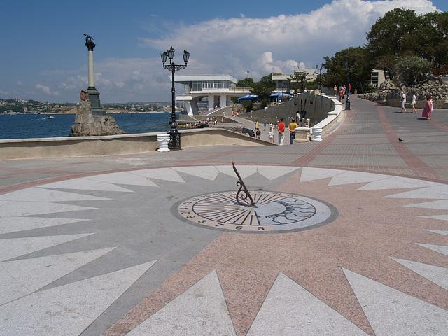 Севастополь, Солнечные часы на набережной