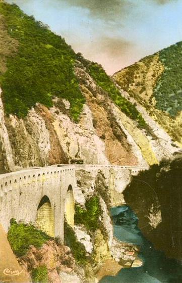 Gorges de la Chiffa sur la route entre Blida et Chréa en Algérie
