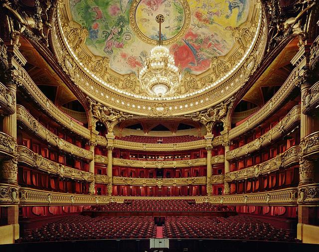 La spektaklejo de l' Operejo Garnier