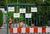 Ein Zaun mit Kuscheltieren - A fence with cuddly toys