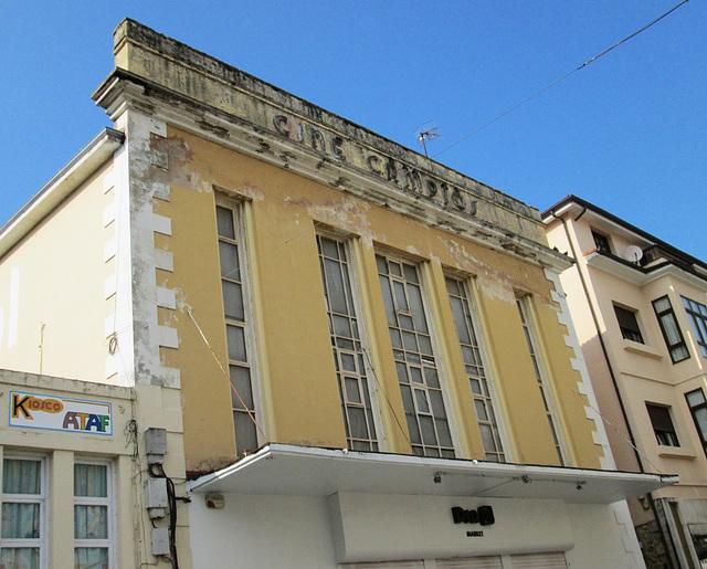 Old Cinema, Comillas