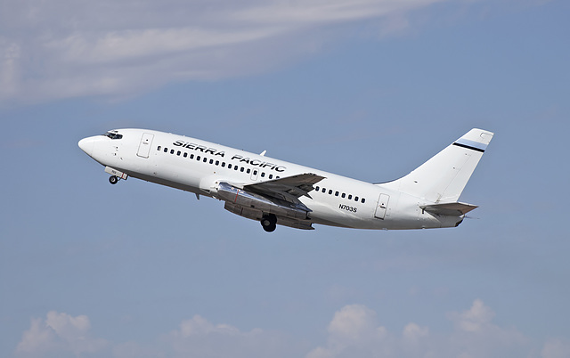 Sierra Pacific Airlines Boeing 737 N703S