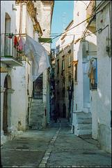 Gasse in Peschici 1986/ Scan