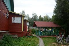 Соловецкие острова, Поселок Соловецкий, Во дворе дачного дома