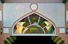 Mutrah : ingresso al Souq - nella vetrata i riflessi della cupola colorata - (vedi foto prec.)