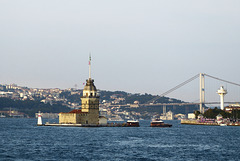 Leander-Turm (Kiz Kulesi - im Hintergrund die 1. Bosporusbrücke)