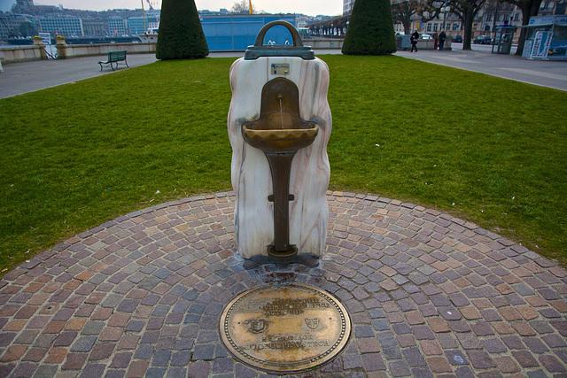 Fontaine offerte par la ville de Vienne (A)