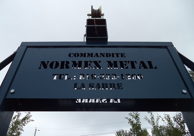 Commandite Normez en angle torticolis