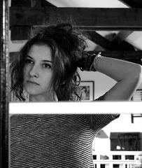 Léna dans le miroir