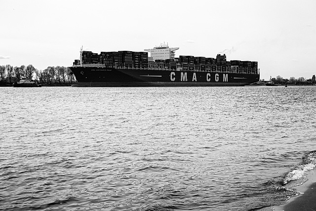 containerschiff-1200899-co-29-04-15sw