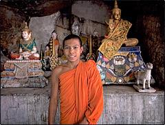Le jeune moine et la grotte sacrée