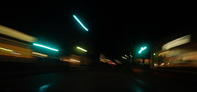 Nachts, mit dem Auto unterwegs