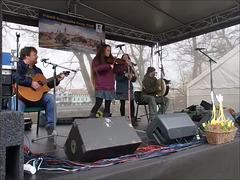 Kelta muzikgrupo Shivers ĉe la Ŝtonponto en Písek