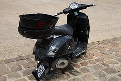 LEBONCON . A vendre scooter avec quelques modifications esthétiques qui le rend unique .