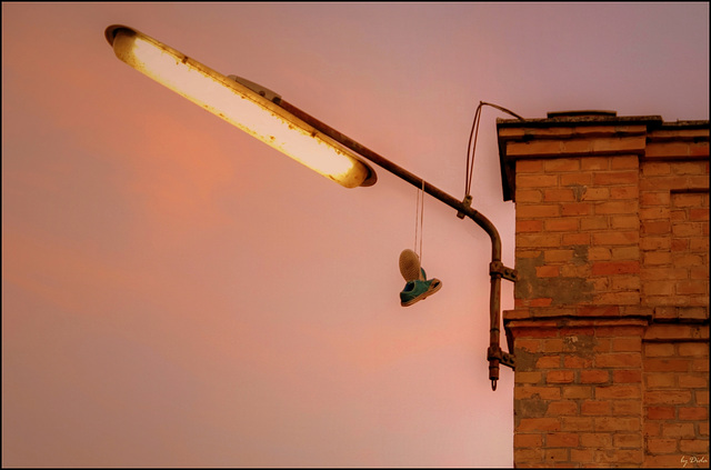 Shoefiti - or, Try walking in my shoes! (◕‿-)