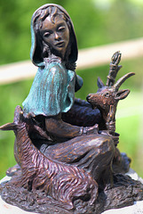 Statue en bronze La Chevrière ...
