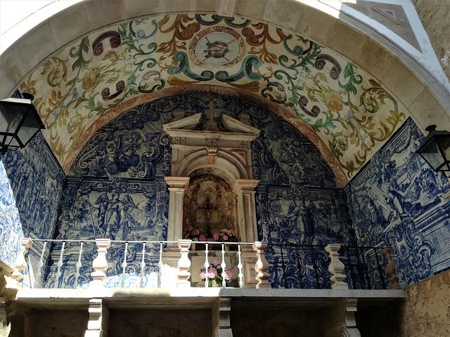 Oratory at the portal main entrance, Obidos Wall