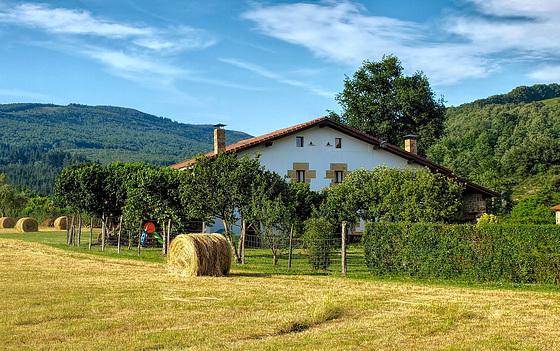 Caserio en Zuia, Alava.