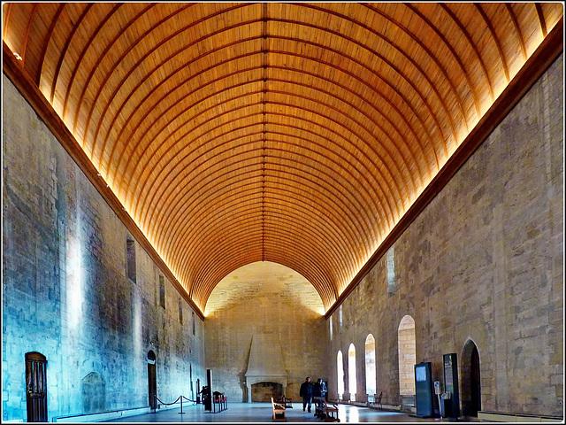 Avignon : la grande sala del Conclave
