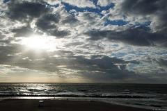 Wolkenspiel über der Ostsee bei Ahrenshoop (© Buelipix)