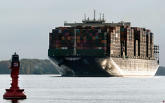 """Die """"HMM Nuri"""" erreicht auf ihrer Jungfernfahrt den Hambuger Hafen... (PiP)"""