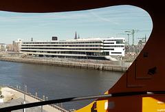 Blick vom ViewPoint auf den Baakenhafen und die Hafen-City-Universität HCU