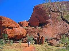 Am Fuße des Uluru