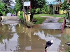 Immense flaque thaïlandaise / Huge thai puddle