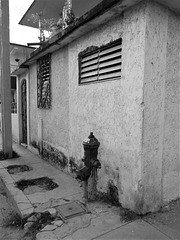 Hydrant et fachada (Cuba)