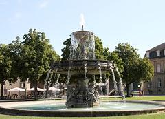 Südlicher Brunnen auf dem Schlossplatz in Stuttgart