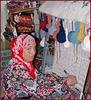 Hammamet : la ragazza tunisina sta creando un bel tappeto